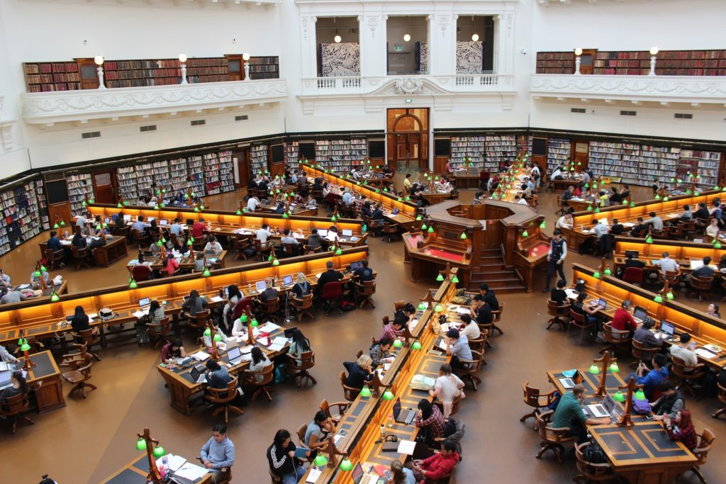 library-1400312_1920
